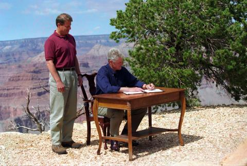 President Clinton signs Proclamation 6920 at Grand Canyon National Park